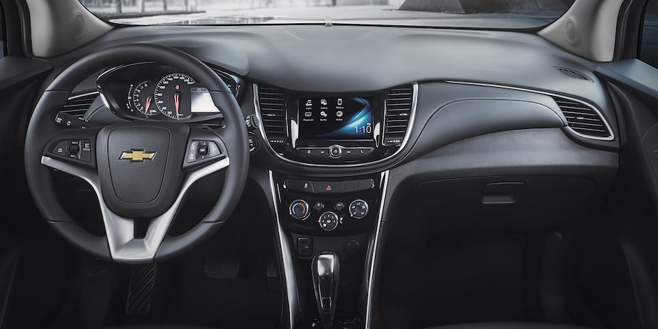 Painel com tecnologia MyLink Chevrolet Tracker Midnight 2019